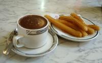 Churros con chocolate - Churros with chocolate dip